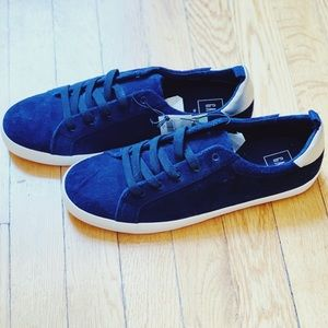 NWT Gap Navy Faux Suede Sneakers Size 10
